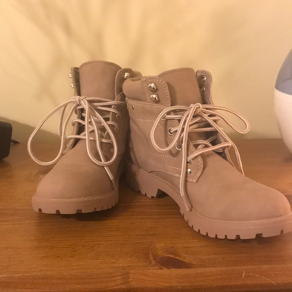 MAKE ME AN OFFER!!! Size 6 boots, Worn twice!